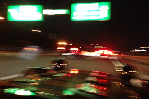 関越料金所を過ぎてもねっとり続く渋滞の中の一枚。ぶれぶれで最低の気分を表現してみた。。。