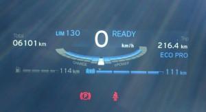 コロコロ変わるメーターの表示だが、定速走行を暫くの間続けると安定する様子だった。直前のエネルギー消費パターンが数値に反映するようだ。